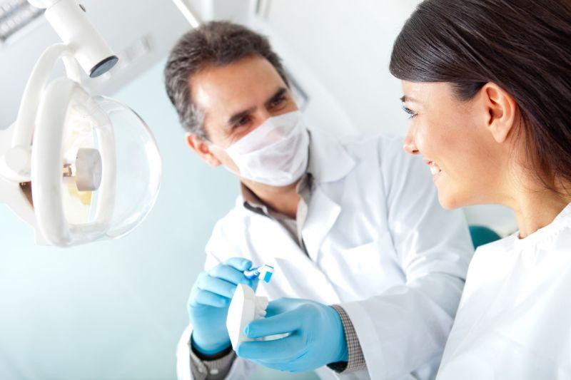 Kiểm tra răng miệng định kỳ là một cách phát hiện bệnh lý răng miệng