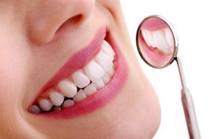 Bọc răng sứ khi mang thai nên hay không? Có nguy hiểm không?