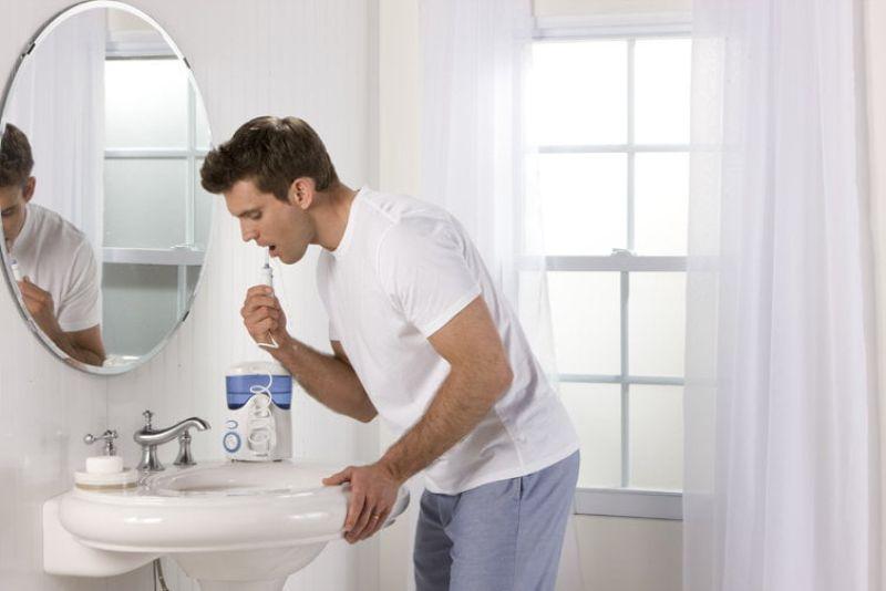 Vệ sinh răng miệng sau khi bọc răng để giữ độ bền chắc của răng