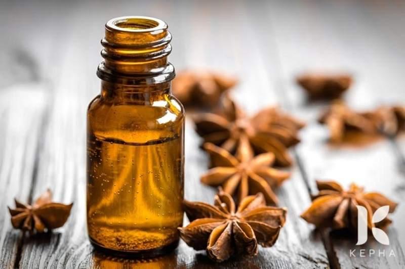 Tinh dầu đinh hương có tác dụng gây tê giúp giảm đau hiệu quả.