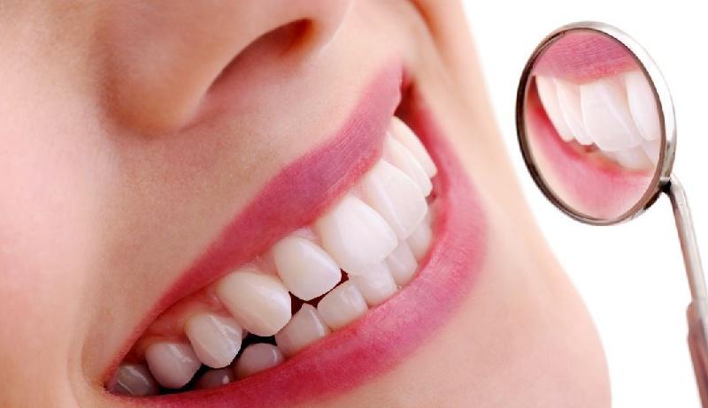 Những người bị rụng mất răng có thể phục hồi bằng phương pháp làm cầu răng sứ