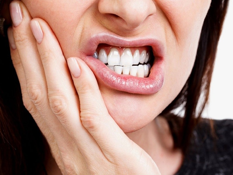 Vệ sinh khoang miệng sạch sẽ để hạn chế các cơn đau