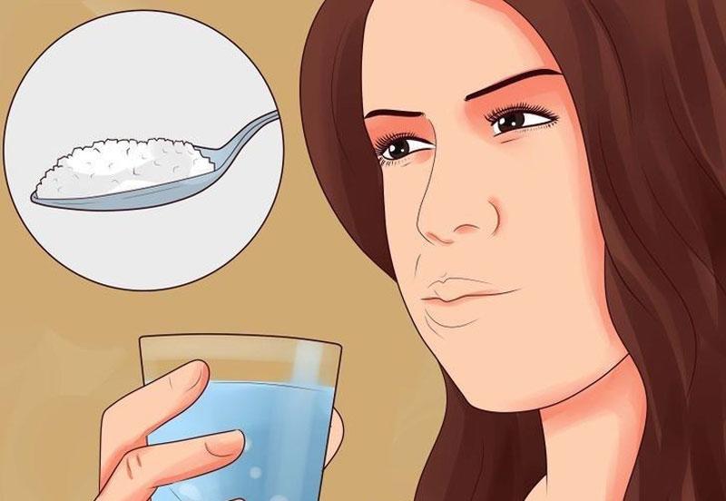 Súc miệng nước muối giúp hạn chế bệnh răng miệng