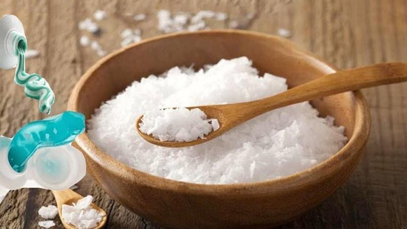 Dùng muối để củng cố men răng là mẹo được lưu truyền lâu đời trong dân gian