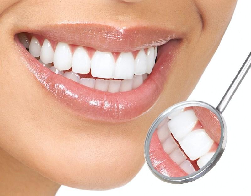 Bọc răng sứ là phương pháp phục hình răng giúp khắc phục các khuyết điểm của hàm răng