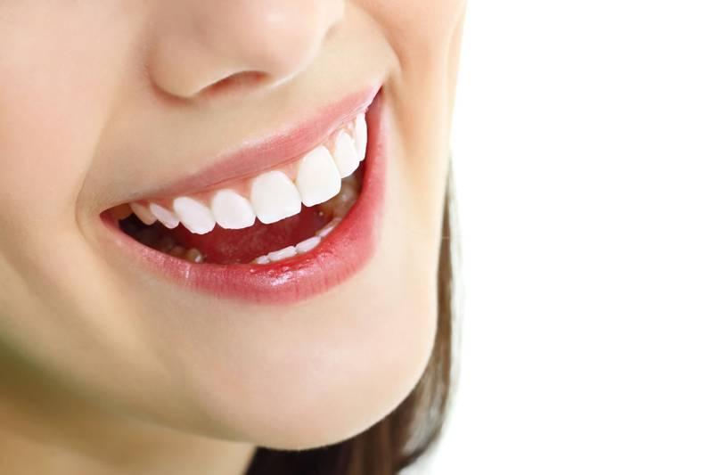 Phục hình răng sứ thường có cấu tạo khá mỏng và chịu được lực khá lớn.