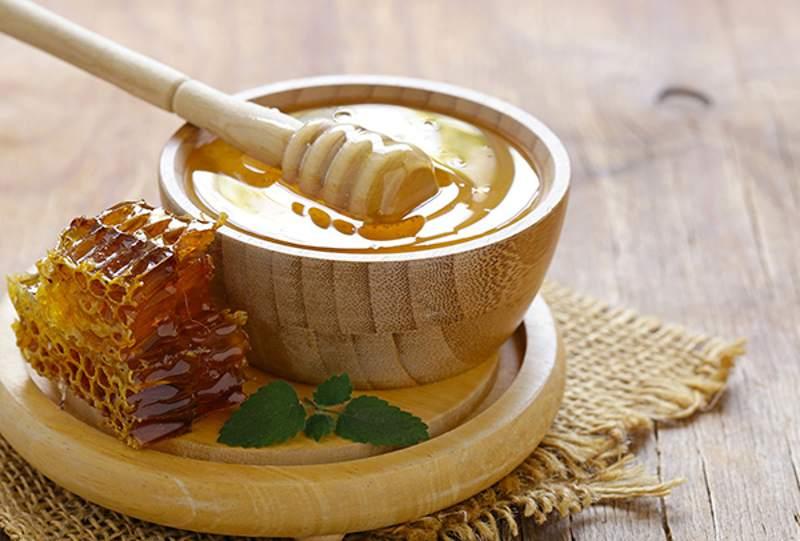 Mật ong giúp loại bỏ các hại khuẩn gây ra viêm chân răng.
