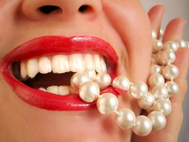 Các thói quen xấu của người sử dụng có thể làm giảm tuổi thọ của răng sứ