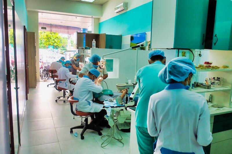 Nha khoa Linh Xuân luôn áp dụng nhiều dịch vụ khách hàng nổi bật