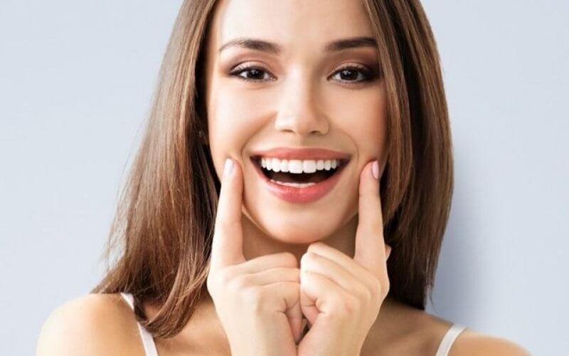 Phục hình thẩm mỹ bằng bọc răng sứ là một trong những dịch vụ của cơ sở