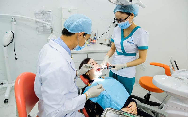 Đội ngũ y bác sĩ của nha khoa Tân Định luôn tận tâm, hết lòng vì người bệnh